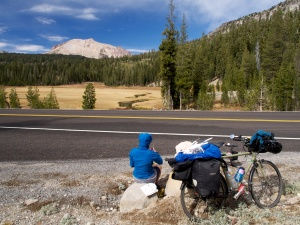 Enjoying lunch in a magic spot with Mt. Lassen behind. (Photo www.bikeben.com)